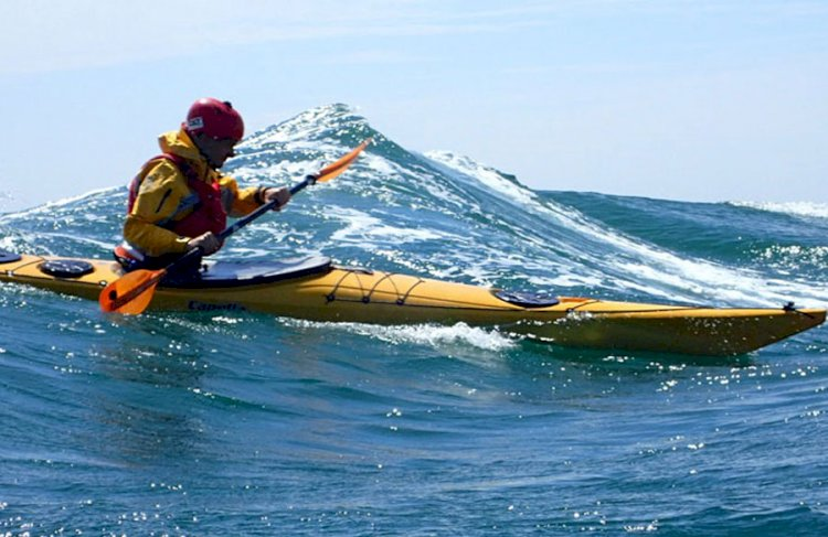 Sea kayaking tuition and coaching courses
